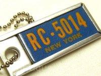 《RC-5014 NEW YORK(RC-5014 ニューヨーク)》アメリカ ヴィンテージ ミニナンバー プレート リターンフォブ(ボールチェーン付き)